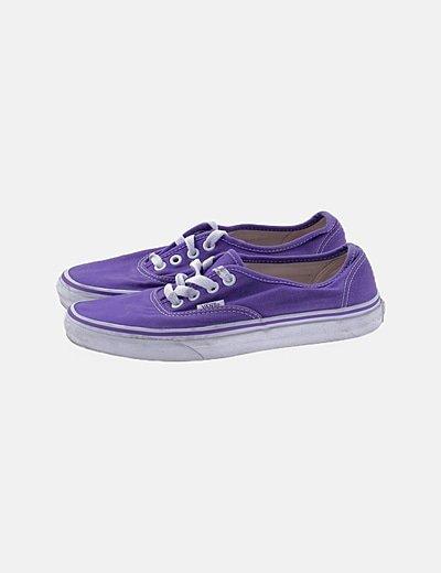 Sneakers morada acordonada