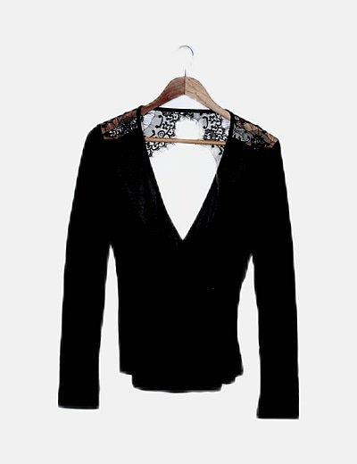 Blusa negra detalle encaje