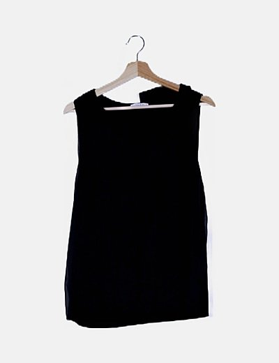 Blusa negra satinada