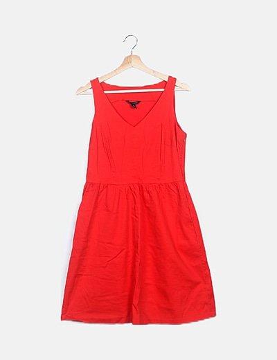 Vestido midi rojo con volantes