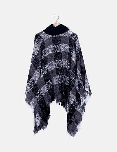 Capa negra combinada crochet