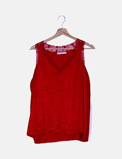 Camiseta roja satinada detalle encaje