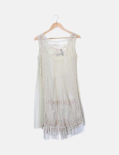 Vestido beige semitransparente detalles bordados