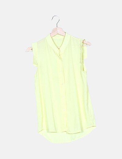 Camisa semitransparente amarilla