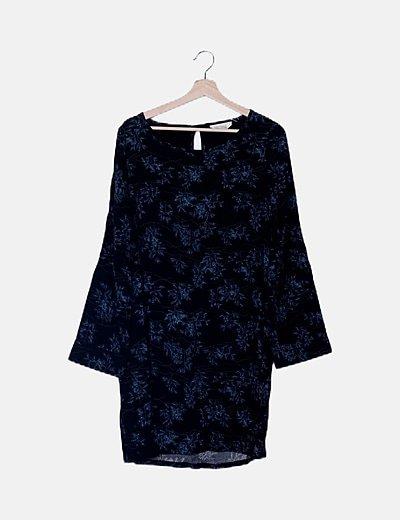 Vestido negro fluido estampado azul