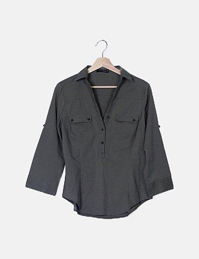 Camisa khaki abotonada