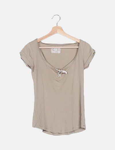 Camiseta beige básica