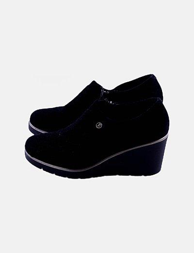 Zapato negro de cuña