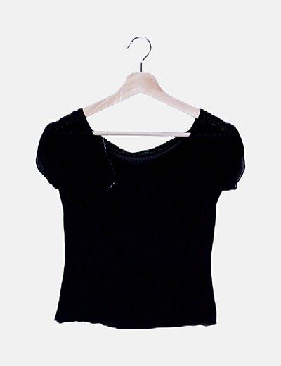 Camiseta negra semitransparente