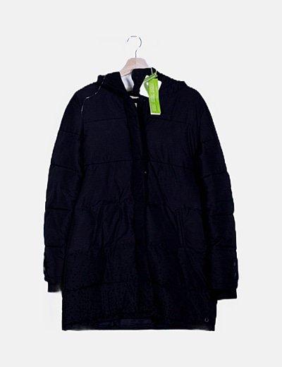 Chaquetón negro acolchado con capucha