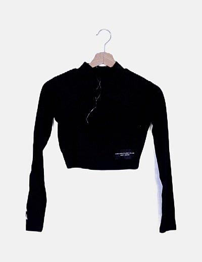Camiseta negra escote abertura