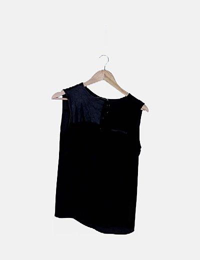 Blusa negra detalle polipiel
