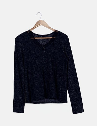 Suéter negro ribete encaje