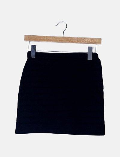 Mini falda negra texturizada