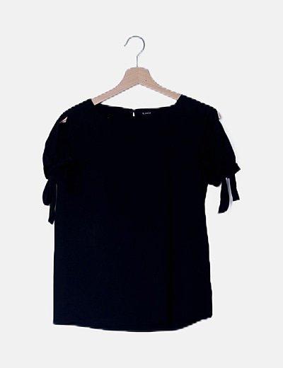 Blusa negra lazos