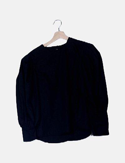 Blusa negra manga farol