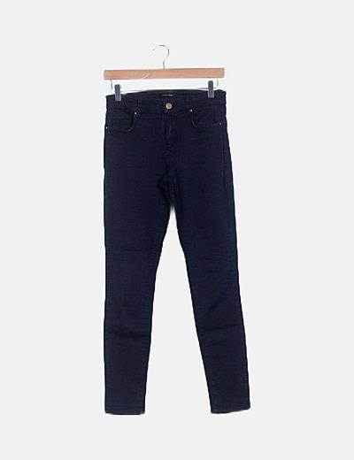 Pantalón azul pitillo
