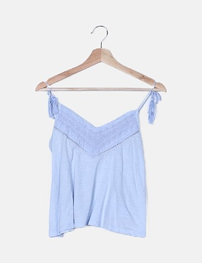 Camiseta azul escote crochet