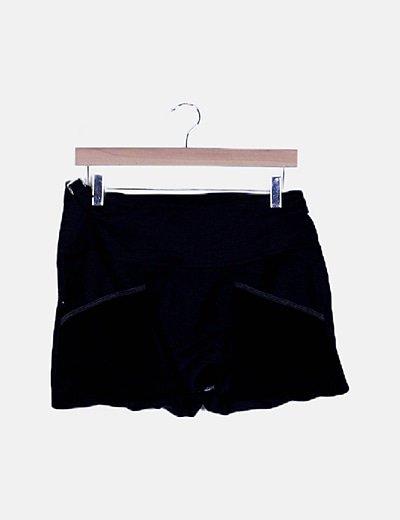 Falda negra detalle bolsillos