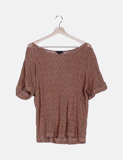Camiseta marrón troquelada