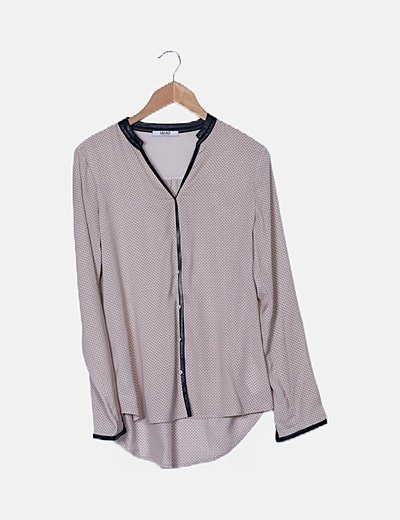 Camisa beige estampada detalles polipiel