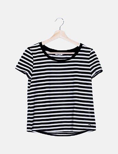 Camiseta rayas negras caladas