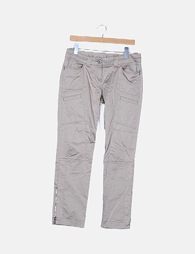 Pantalón satinado beige detalle bolsillos