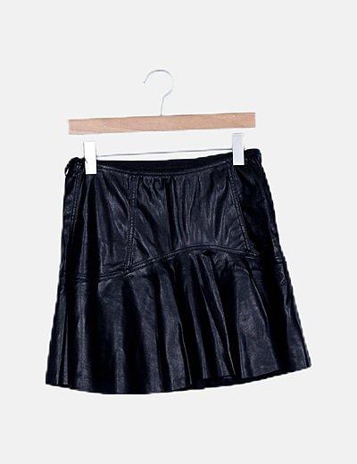Mini falda volante polipiel negro