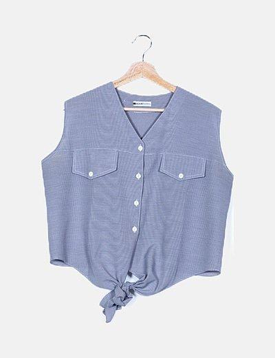 Camisa gris detalle nudo