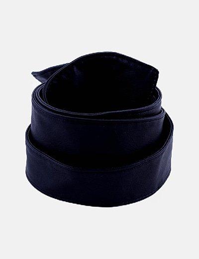Cinturón negro efecto piel