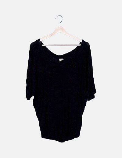 Camiseta negra fluida
