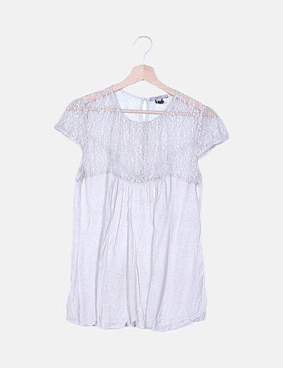 Camiseta beige detalle encaje