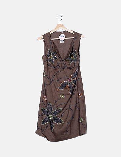 Vestido marrón detalle abalorios