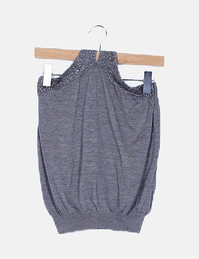 Camiseta gris tricot detalle cuello