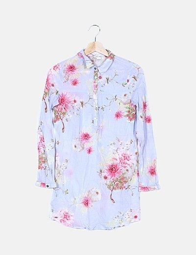 Camisa azul cielo floral