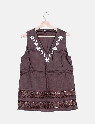 Blusa lino marrón bordada