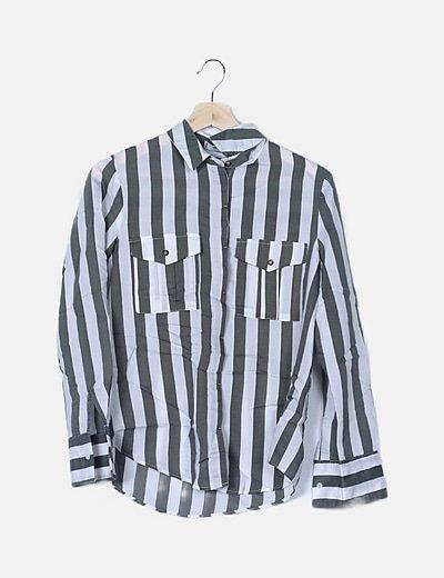 Camisa de rayas detalle bolsillos