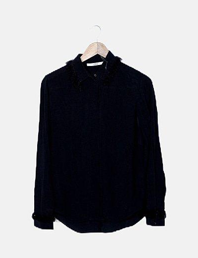 Camisa negra detalle flecos
