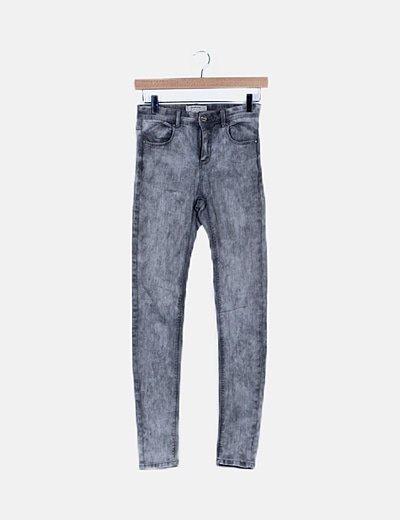 Pantalón pitillo denim gris