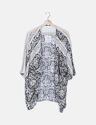 Kimono estampado detalles crochet
