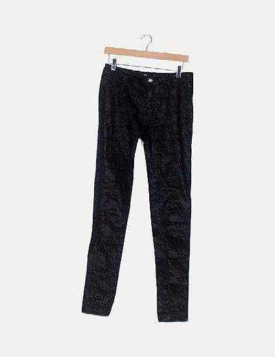 Pantalón negro animal print