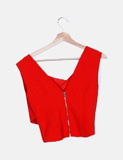 Conjunto crop top rojo pantalón baggy