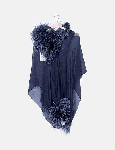 Traje gris con plumas