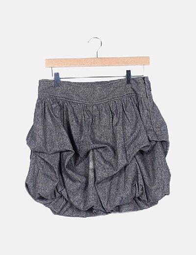 Falda gris con plisados