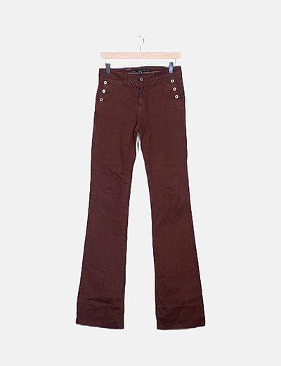 Pantalón marrón chocolate acampando