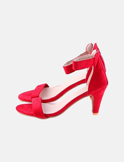 Sandalia roja de tacón