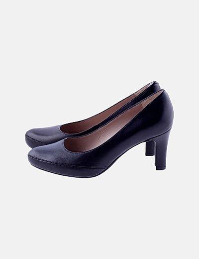 Sandalia de tacón negra de piel
