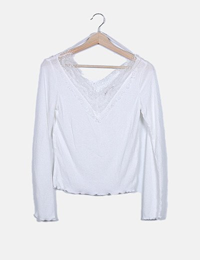 Camiseta blanca escote encaje