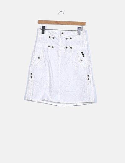 Falda blanca detalle botones