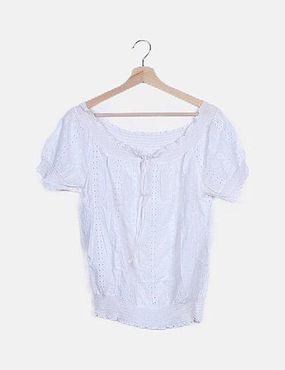 Blusa blanca detalles troquelados